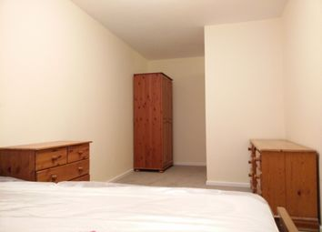Thumbnail Room to rent in Wallis Close, London