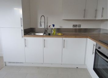 Thumbnail Flat to rent in Corporation Road, Grangetown, Cardiff