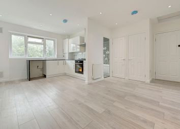 Thumbnail 2 bed flat to rent in Chaseville Parade, Winchmore Hill