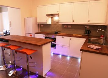 Thumbnail 4 bed flat to rent in Queen Square, Leeds