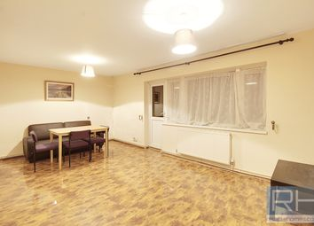 Thumbnail 2 bed flat to rent in Cross Road, London