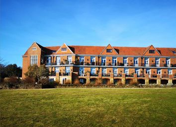 Sir Geoffrey Todd, Kings Drive, Midhurst GU29. 2 bed flat for sale