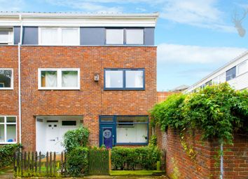 Thumbnail 3 bed town house for sale in Goldman Close, London