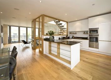Thumbnail 4 bed flat to rent in Queensdale Place, London
