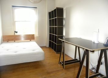 Thumbnail 2 bed flat to rent in Cleveland Way, Whitechapel