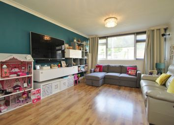 Thumbnail 2 bed flat to rent in Cavendish Avenue, Woodford Green