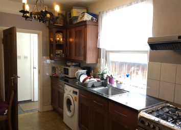 2 bed flat to rent in Cecil Road, Hounslow TW3