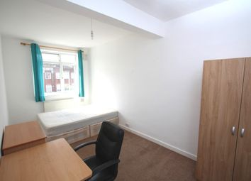 Room to rent in Tolworth Broadway, Surbiton KT6