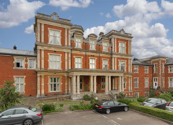 Royal Earlswood Park, Redhill RH1. 2 bed flat for sale