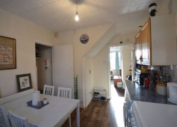 2 bed terraced house to rent in Manor Avenue, Hyde Park, Leeds LS6