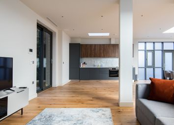 Thumbnail Serviced flat to rent in Borough High Street, London