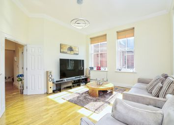Hampstead Avenue, Woodford Green IG8. 4 bed flat