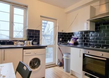 2 bed flat to rent in Rosebank Way, Acton W3