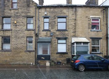 3 bed property to rent in Shay Lane, Halifax HX2