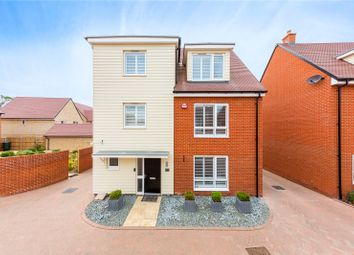 Thumbnail 5 bed detached house for sale in Fairway Drive, Chelmsford, Essex
