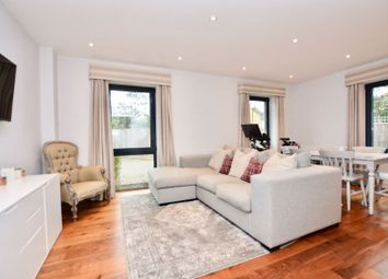 Pemberton Road, East Molesey KT8. 1 bed flat for sale