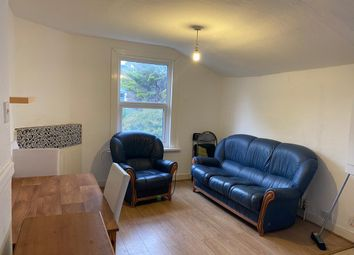 3 bed flat to rent in Frobisher Road, London N8