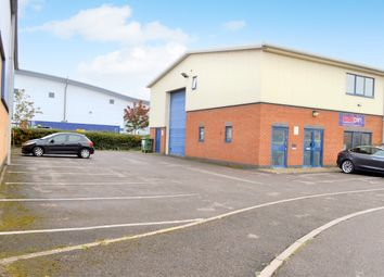 Thumbnail Barn conversion to rent in Hopton Road, Devizes