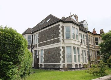 Thumbnail 1 bed flat to rent in Dundonald Road, Redand