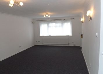 Thumbnail 2 bedroom flat to rent in Dunstable Road, Luton