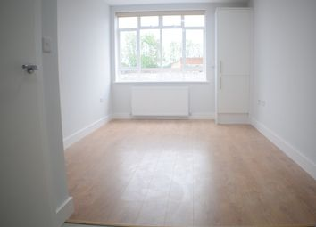 Thumbnail 1 bed flat to rent in Penwith Road, Earlsfield, South West London