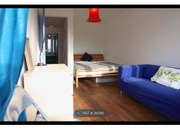 Thumbnail 5 bed flat to rent in Grafton Road, London