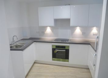 Thumbnail 1 bed flat to rent in Newington Butts, London