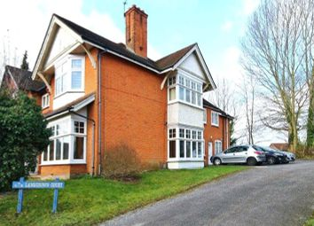 137 York Road, Woking GU22. 1 bed flat for sale