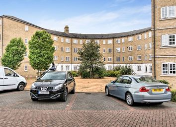 2 bed flat to rent in Gilbert Close, London SE18