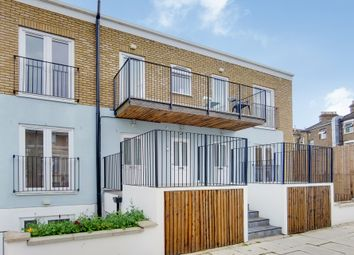 2 bed flat to rent in Curwen Road, London W12