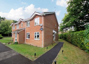 Birch Grove, Hook RG27. 2 bed maisonette