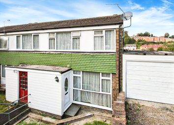 3 bed property to rent in Merivale Grove, Chatham, Kent ME5