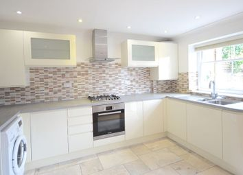 Thumbnail 2 bed flat to rent in Cookham Road, Maidenhead