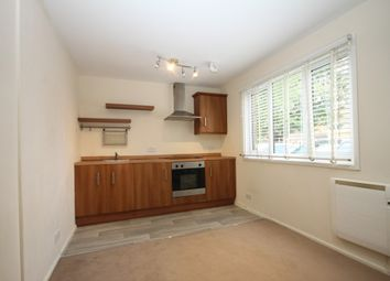 Thumbnail 1 bed flat to rent in Chertsey Close, Luton