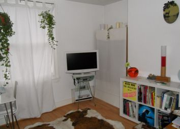 Thumbnail 1 bed flat to rent in Southgate Rd, Islington