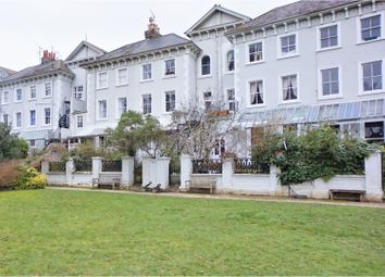 20 Park Crescent, Brighton BN2. 2 bed flat for sale
