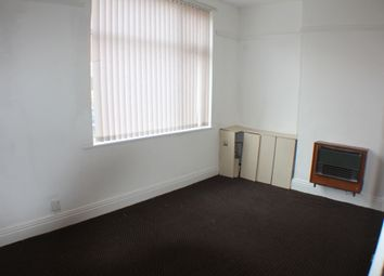 Thumbnail 3 bed flat to rent in Eggington Street, Leicester