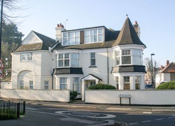 2 bed flat to rent in Farm Road, London N21