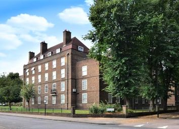 Thumbnail 3 bed flat to rent in Union Grove, Clapham North