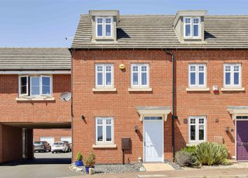 3 bed town house for sale in Red Kite Close, Hucknall, Nottinghamshire NG15
