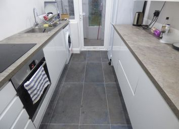 Thumbnail Property to rent in Godalming Avenue, Wallington