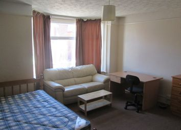 Thumbnail 4 bedroom property to rent in Newcombe Road, Polygon, Southampton