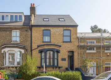 83 Lausanne Road, London SE15. 2 bed flat for sale