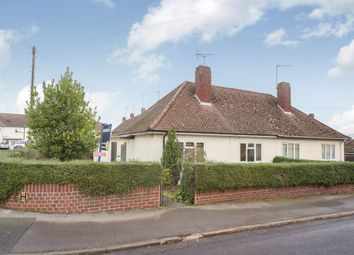 Thumbnail 2 bedroom bungalow to rent in Gainsborough Crescent, Henley-On-Thames