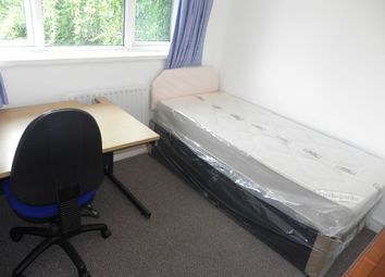 Thumbnail Room to rent in Yew Tree Drive, Guildford