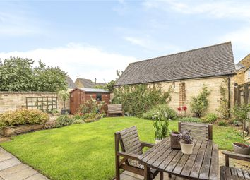 4 bed end terrace house for sale in Swansfield, Lechlade GL7