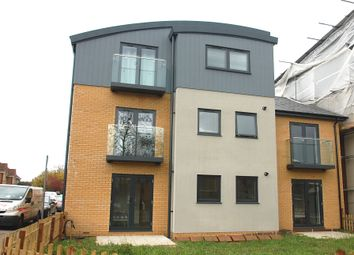 Thumbnail 1 bed flat to rent in Adeyfield Road, Hemel Hempstead