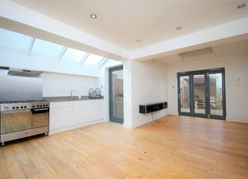 2 bed flat to rent in Crownhill Road, Harlesden, London NW10
