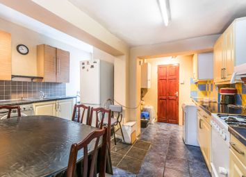 3 bed property to rent in Davis Street, London E13