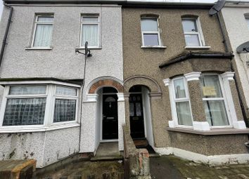 3 bed property to rent in Belmont Road, Grays RM17